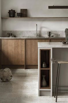 Modern Kitchen Interior Remodeling Is the All-White Kitchen Trend Finally Over? Nordic Kitchen, All White Kitchen, Scandinavian Kitchen, Warm Kitchen, Natural Kitchen, Green Kitchen, Modern Farmhouse Kitchens, Home Kitchens, Wooden Kitchens
