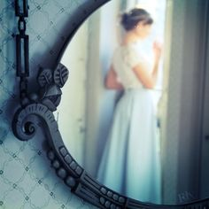 Love Peace and Write: O Espelho - Pensamento do Dia Tag 13# Flutuei sobre a água de olhos fechados, estava cansada... não sabia quem era, nem o que fazia ali... sentia que estava a espera de respostas