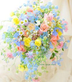アニヴェルセルみなとみらい様へのシャワーブーケ、 ミックスカラーで。 ご両親さまへの贈答花は、お揃いの色合いで プリザーブドのリース仕立... Beautiful Bouquet Of Flowers, Beautiful Flower Arrangements, Pastel Flowers, Flower Bouquet Wedding, Floral Arrangements, Beautiful Flowers, Floral Bouquets, Floral Wreath, Bonsai Plante