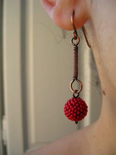 Red beaded bead earrings