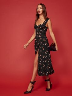 Show some leg. This is a midi length dress with a sweetheart neckline, wide straps and a side slit. The Fulton is slim fitting in the bodice with a relaxed fitting skirt. Cute Dresses, Casual Dresses, Summer Dresses, Formal Dresses, Skirt Outfits, Dress Skirt, Dress Up, Look Fashion, Fashion Outfits