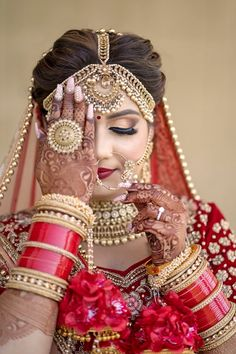 Gorgeous Chooda Designs For The Desi Bride! Indian Bride Photography Poses, Indian Bride Poses, Indian Wedding Poses, Indian Bridal Photos, Wedding Couple Poses Photography, Indian Bridal Outfits, Bridal Makeup Looks, Indian Bridal Makeup, Bridal Makeup Pictures
