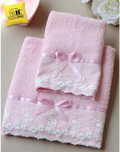 Diy Crafts - DIY & crafts projects, contents and more - Diy Crafts Coppia Di Asciugamani In Colore Naturale 305118943505757009 P Craft Kits, Diy Craft Projects, Sewing Projects, Diy Crafts, Sewing Tutorials, Sewing Crafts, Patchwork Quilt, Bathroom Towel Decor, Pink Towels