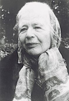 Marguerite Yourcenar (8 June 1903 – 17 December 1987) was a Belgian-born French novelist and essayist. Winner of the Prix Femina and the Erasmus Prize, she was the first woman elected to the Académie française, in 1980, and the seventeenth person to occupy Seat 3. (from wiki) Foto de Marguerite Yourcenar