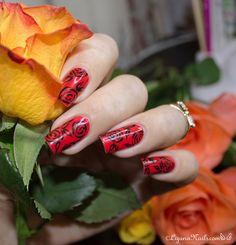 Red Roses - Nail Art