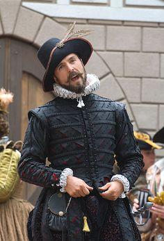 Bristol Faire: This gentleman is perfection. Mode Renaissance, Renaissance Costume, Medieval Costume, Renaissance Clothing, Renaissance Fashion, Elizabethan Clothing, Elizabethan Costume, Elizabethan Fashion, Tudor Costumes