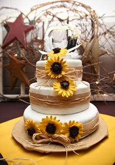rustic wedding cakes with sunflowers