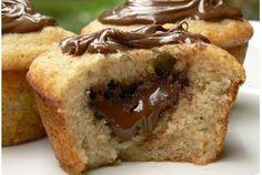 I muffin al cocco ripieni di Nutella sono dei dolcetti davvero irresistibili. Morbidi fuori e cremosi dentro saranno sempre un successo
