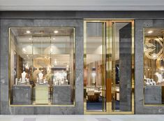Marble and brass shop front-erika lancini design showroom, ofisler. Jewellery Shop Design, Jewellery Showroom, Jewelry Shop, Jewelry Stores, Jewelry Making, Metal Jewelry, Jewelry Hanger, Diy Jewelry, Women Jewelry
