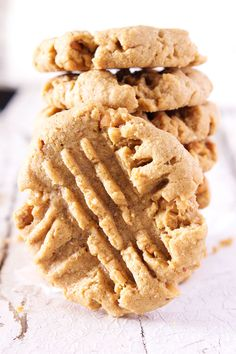No Flour Peanut Butter Cookies - the best tasting peanut butter cookie! These cookies taste so good you won't believe how easy they are to make - only 3 ingredients and less than 20 minutes from start to finish. Bake Sale Recipes, Baking Recipes, Cookie Recipes, Snack Recipes, Dessert Recipes, Gf Recipes, Gluten Free Peanut Butter Cookies, Gluten Free Sweets, Gluten Free Baking