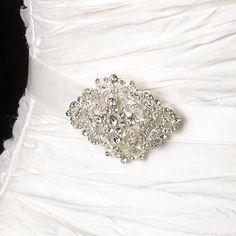 9de4292455bb Motif avec cristaux pour cette ceinture pour robe de mariée Ceinture Robe  De Mariée, Headband
