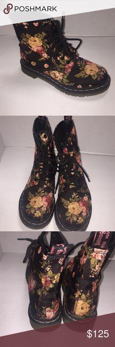 0b2141a7cda7 Dr martens doc floral lace up black boots size 6