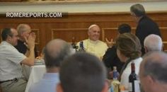 Francisco almuerza en la Curia Jesuita en Roma