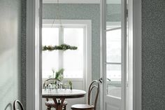 Our design team imagined sheer summer curtains, fluttering butterfly wings and the warm and lovable spring sun. The result, VILLA DALARÖ, has become a reference book of country wallpapers. Dining Room Wallpaper, Kitchen Wallpaper, Scandinavian Wallpaper, Scandinavian Design, Gray Interior, Interior Design, Beige Background, Swedish Design, Blue Wallpapers