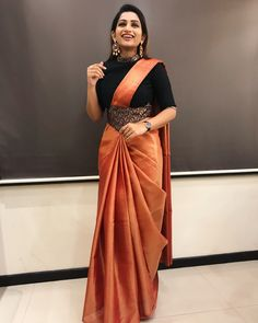 These Indian saree draping styles will make you eye-stuck fo.- These Indian saree draping styles will make you eye-stuck for sure. Indian bride looks the best when she wear a - Half Saree Designs, Silk Saree Blouse Designs, Saree Blouse Patterns, Fancy Blouse Designs, Designer Saree Blouses, Silk Sarees Blouse, Simple Saree Designs, Drape Sarees, Indian Fashion Dresses