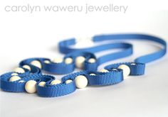 Blue ribbon necklace with cream beads por CarolynWaweru en Etsy, $200.00