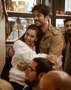 Kara sevda - Nihan ve Kemal Por Tras Das Cameras, Handsome Arab Men, Drama Tv Series, Burak Ozcivit, Turkish Beauty, Cute Girl Photo, Turkish Actors, Best Couple, Couple Pictures