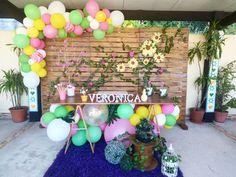""""""" Para a menina Veronica uma salva de palmas! """" 🙌👏 #decoração #decor #deco #partydecor #ballons #ballon #baloes #festademenina #girlparty #flowers #flowerdecor #trolleventos #muitorisomuitosiso Veronica, Troll, Toddler Girls, Events"""