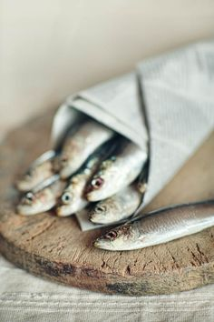 These sardines would be tasty on the perfect salty to cracker Food Photography Styling, Food Styling, Fish Recipes, Great Recipes, Le Chef, Fish And Seafood, Food Pictures, Food Art, Food Food