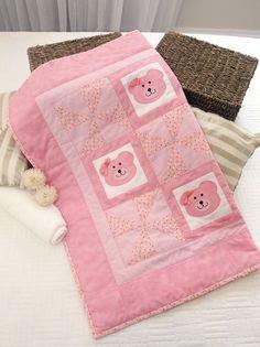 • 30 cm de tecido de algodão  rosa-claro  • 80 cm de tecido de algodão rosa com estampa de florezinhas  • 40 cm de tecido de algodão  p...