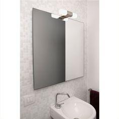Simple et chaleureuse. C'est ce qui définit au mieux cette applique salle de bain de la marque espagnole Faro. Conçue spécialement pour les pièces humides, elle vous éclairera en toute sécurité. Elle est idéale à placer au-dessus d'un miroir, pour procurer une lumière efficace mais non éblouissante.