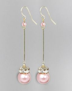 Photos & Video: JewelMint Pearl Wand Earrings These beautiful gold earrings have a 3 drop and feature translucent . Pearl Jewelry, Wedding Jewelry, Beaded Jewelry, Jewellery, Diy Schmuck, Schmuck Design, Homemade Jewelry, Bijoux Diy, Bead Earrings
