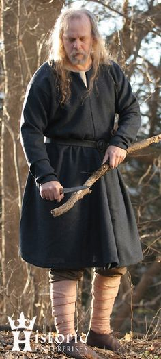 Purchase - Historic Enterprises sells historically accurate costumes for men and women.  Each item in their catalog actually comes with an accuracy rating!  Not the cheapest, but well researched and, from what I've heard, well constructed.  This complete outfit is available in linen for $210.  There is a version made in wool for $230.  The individual pieces are also available separately.