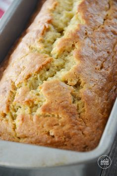 moist-banana-bread This Easy Banana Bread Recipe is delicious and moist! A great way to use up those overripe bananas. It will become one of your favorite Quick Bread Recipes! Desserts Thermomix, Dessert Recipes, Recipes Dinner, Quick Bread Recipes, Cooking Recipes, Cooking Chef, Cooking Wine, Healthy Recipes, Moist Banana Bread