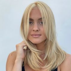 Not sure what to start? This medium length layered Malibu beach blonde hair created by hair colorist Zoë Carpenter @zoequeenofblonde will inspire you if you don't mind about the current trends. Click the link to see more types of medium layered haircuts to try now. #mediumlayeredhaircuts #beachblonde #mediumlayeredhairstyles Beach Blonde Hair, Beach Hair, Latest Hairstyles, Hairstyles Haircuts, Medium Length Hair Cuts With Layers, Medium Layered Haircuts, Malibu Beaches, Live Today, Hair Colorist