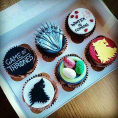 Game of thrones cupcakes cupcakes juegos, gane of thrones, dragon cupcakes, Bolo Game Of Thrones, Game Of Thrones Kuchen, Game Of Thrones Food, Game Of Thrones Theme, Game Of Thrones Birthday Cake, Cupcake Party, Wedding Cupcakes, Cupcake Cakes, Dragon Cupcakes