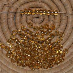 Lot 125 perles de rocaille (cal.5 / 4,5 mm) trou argenté doré clair