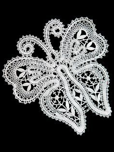 Russian bobbin lace from the town of Vologda. #hobbies #crafts