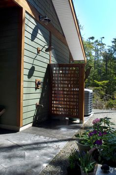 Hide Outdoor Garbage Cans Design Ideas, Pictures, Remodel, and Decor - page 10