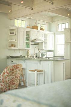Creative Cottages - Inside an Adorable Bungalow