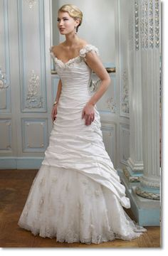 Ian Stuart - Eden - Not exactly my wedding gown but similar and from the same collection