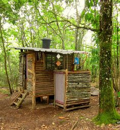 composting toilet and outdoor shower. not sure about the need for 'composting' toilet. but I like this plan and the idea of a shower and toilet! Survival Shelter, Camping Survival, Survival Prepping, Survival Life, Outdoor Bathrooms, Outdoor Showers, Outdoor Kitchens, Outdoor Rooms, Permaculture Design