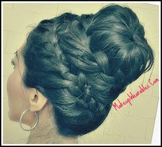 How to never-ending French braid donut/sock bun tutorial on your own hair (self) -hairstyles/updos http://www.makeupwearables.com/2013/01/how-to-never-ending-french-braid-sock.html