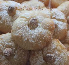 Un cestino di ciliege: Pasticcini di Pasta di Mandorle