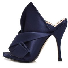 No. 21 Navy Satin Bow Mules ($695) ❤ liked on Polyvore featuring shoes, heels, navy, navy blue shoes, mule shoes, navy mules, navy shoes and n21 shoes