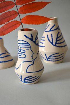 Déco : les plus belles inspirations de vases en céramique vus sur Pinterest - Grazia Pottery Painting, Ceramic Painting, Ceramic Vase, Ceramic Pottery, Pottery Art, Porcelain Painting Ideas, Painted Pottery, Pottery Plates, Slab Pottery