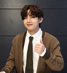 Memes, V Taehyung, Bts Pictures, Boyfriend Material, Taekook, Korean Singer, Actors, Bangtan Bomb, Kpop