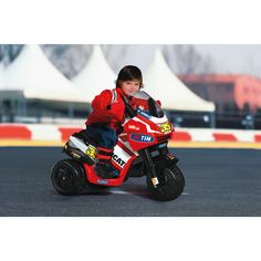 2+ years Even the tiniest of tots cheer for the most famous champions, and the new Desmosedici will make them dream of racing!Great speed with maximum safety, thanks to three wheels and a bodywork closed at the base.-1 forward gear-6-volt rechargeable battery-Battery charger included in the package-