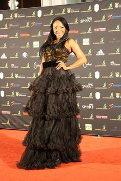 Uyanda Mbuli looks amazing in this dress as she works the SA Sports Awards Red Carpet.