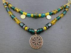 2 reihige Wikinger Fibelkette Aegishjalmur / Bronze / grün / gelb / Lampwork / Unikat # 181 KOSTENLOSER VERSAND von BelanasSchatzkiste auf Etsy