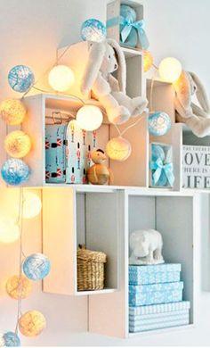 Gutterommet som ble godt å leve i Magical Room, Cotton Ball Lights, Kidsroom, Boy Room, Light Decorations, Fairy Lights, Ideas Para, Little Ones, Shelves