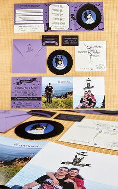 Para J&R una pareja muy heavy, realizamos una invitación mezclando sus estilos y un disco de vinilo con sus canciones.