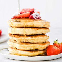 Easy Low Carb Coconut Flour Pancakes Coconut Flour Pancakes, Coconut Flour Recipes, Low Carb Pancakes, Low Carb Breakfast, Low Carb Pancake Recipe Coconut Flour, Coconut Flour Baking, Sugar Free Pancakes, Breakfast Recipes, Low Carb Flour