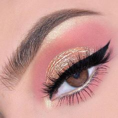 eye makeup with pink suit & eye makeup for suit ; eye makeup with green suit ; eye makeup with white suit ; eye makeup with peach suit ; eye makeup with yellow suit ; eye makeup with pink suit ; eye makeup with blue suit Eye Makeup Glitter, Pink Makeup, Glam Makeup, Makeup Inspo, Makeup Ideas, Makeup Tips, Makeup Hacks, Makeup Tutorials, Makeup Inspiration