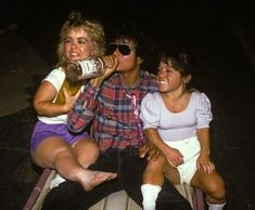 """Post with 2581 views. Michael Jackson drinking vodka with two """"little people"""", who where in the Coppola/Lucas movie with Jackson, Captain Eo, shown at Disney Parks from 1986 - Paris Jackson, Ip Man, Lisa Marie Presley, Elvis Presley, Michael Jackson Memes, Famous Celebrities, Celebs, Lucas Movie, Jackson Family"""