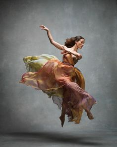 Emotional And Expressive Photographs Showcased By The NYC Dance Project. Fashion and beauty photographer Ken Browar and dancer and photographer Deborah Ory are the founders of the NYC Dance Project. Modern Dance, Contemporary Dance, Dance Aesthetic, Aesthetic Gif, Aesthetic Grunge, Dance Project, Ballerina Project, Foto Poster, Dance Movement